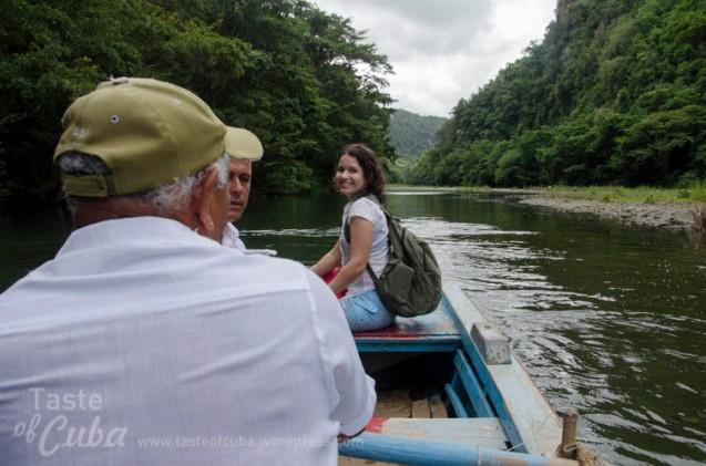 Sailing over Yumurí river Bore / En bote por el Abra del Yumurí