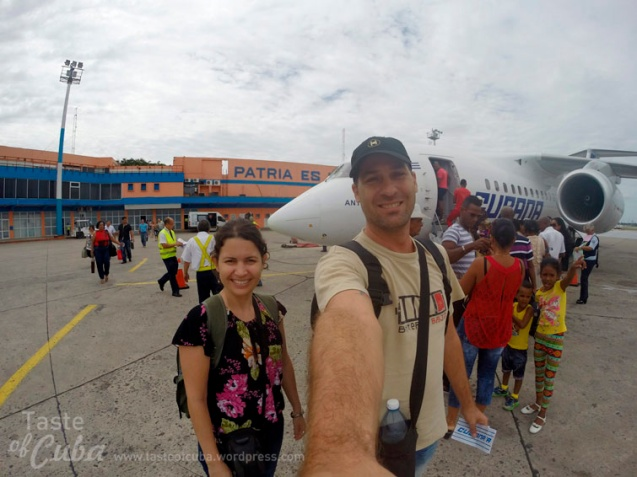 Getting on to the plane to Guantánamo / A punto de despegar rumbo a Guantánamo