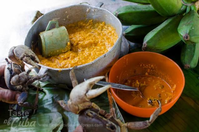 Ingredients for the bacán. Smashed platain with coconut milk and crab in creole sauce / Ingredientes para el bacán. La masa de plátano y leche de coco y el enchilado de cangrejo.