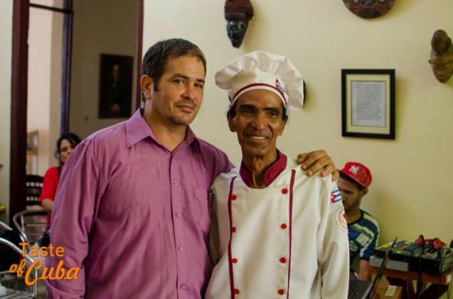 Pachalo with Doimingo Cusa, activist  for the rescue  of culinary traditions in Bayamo. / Pachalo junto a Doimingo Cusa , activista por el rescate de las tradiciones culinarias en Bayamo.