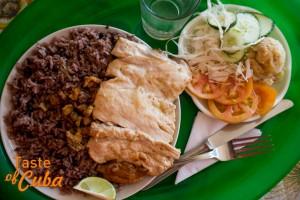 """Plato típico de la cocina cubana en la paladar """"La sombrilla"""" de Los Gordos"""