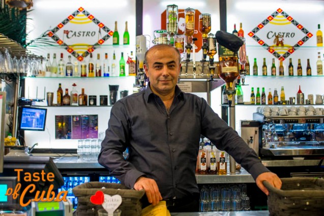 Fewzi Karatas, un turco radicado en Dinamarca y que desde hace catorce años es el dueño de Café Castro